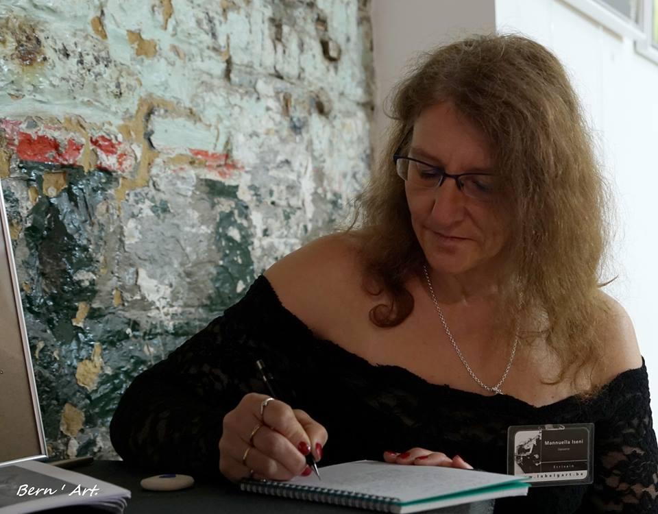 Mannuella Iseni : poétesse … écrivain … chroniqueuse à Info Lux