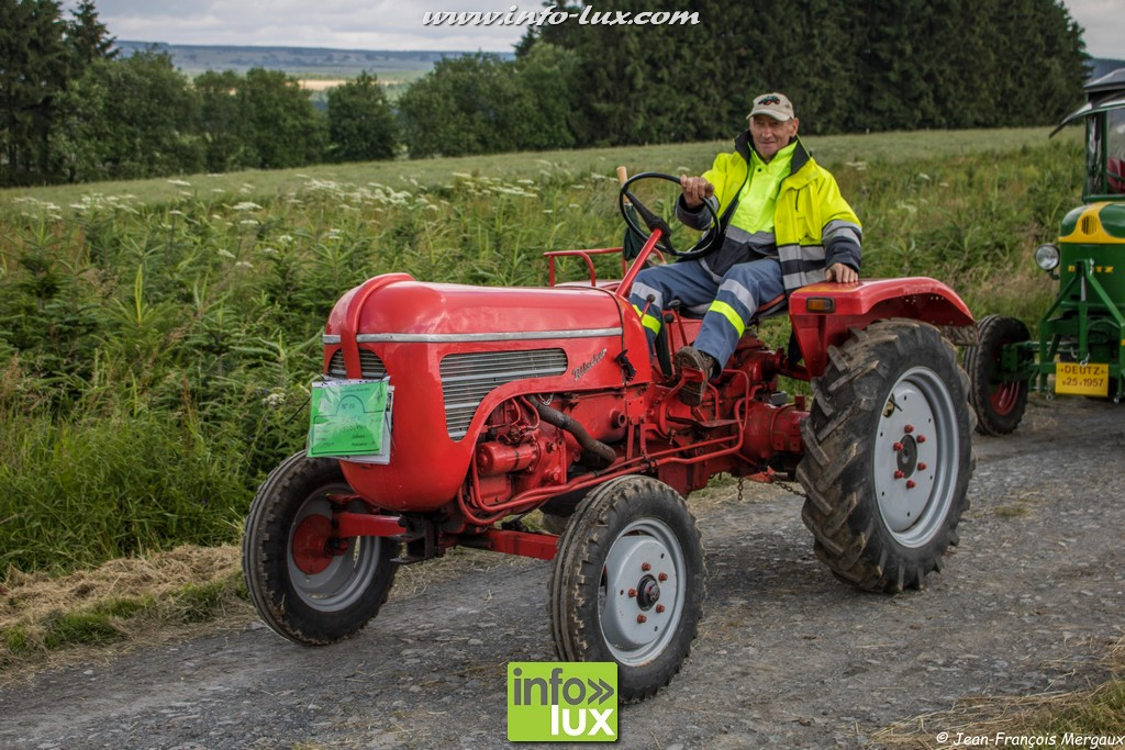Photos du rassemblement de vieux tracteurs de ce jour à Volaiville.