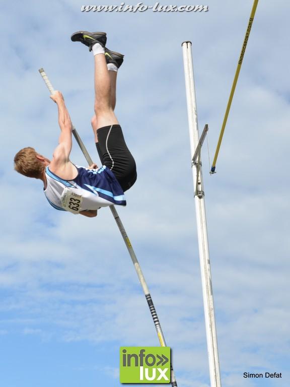 Concours de saut à la perche à Bertrix