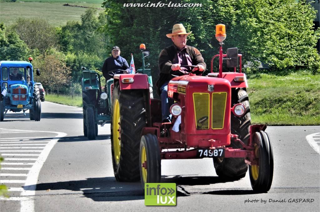 Défilé de tracteurs à Michamps