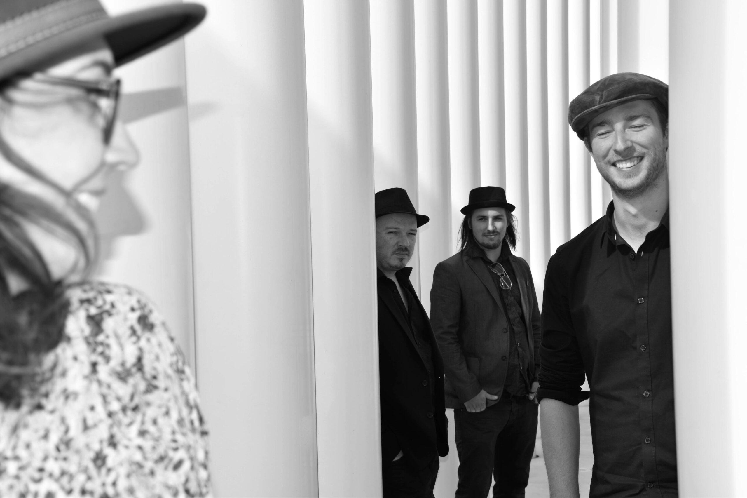 WAVE OF THE MOON : Groupe de musique à la fois douce et enjouée