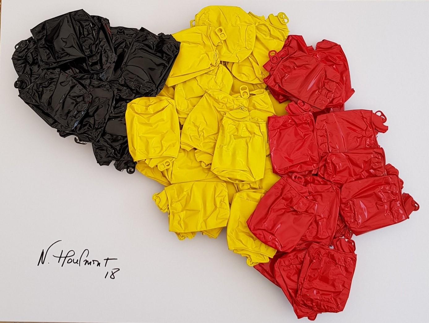 Des œuvres décalées, des canettes recyclées par Nathalie Houlmont