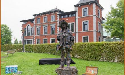 Statuts en Marche-en-Famenne Photos